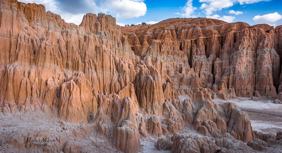 One of the great things about living in Southern Nevada is the accessibility to so many unique State Parks. One of the lesser known is Cathedral Gorge SP. It's only about a 3.5 hour drive from Las Vegas up the Great Basin Highway (US 93N). The parks main attraction is the cathedral-like spires of soft bentonite clay and narrow slot canyons. The texture and feel of the hardened clay is something that has to be experienced in person. . . . . #cathedralgorge #nevadastateparks #nevada #redroock #beautifulplaces #cathedralgorgestatepark #hiking #camping #lasvegas #slotcanyons #slotcanyon #bentoniteclay #geology #geologist #instagram #amazingplaces