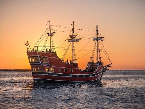 Pirate ship backlit by sun. #pirates #pirateship #dusk #sunset #glow #clearwaterbeach #clearwater #clearwaterflorida #visitflorida #visitclearwater #visitclearwaterbeach #gulfcoast #gulfofmexico #ocean #vacation #backlit
