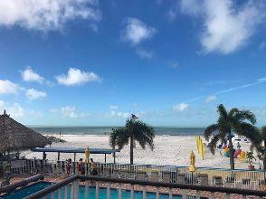 Vado sul balcone e questo è ciò che vedo... Tutto normale. Posso stare qua per sempre? 🙏🏼💙 #stpetebeach #adios #rimangoqua