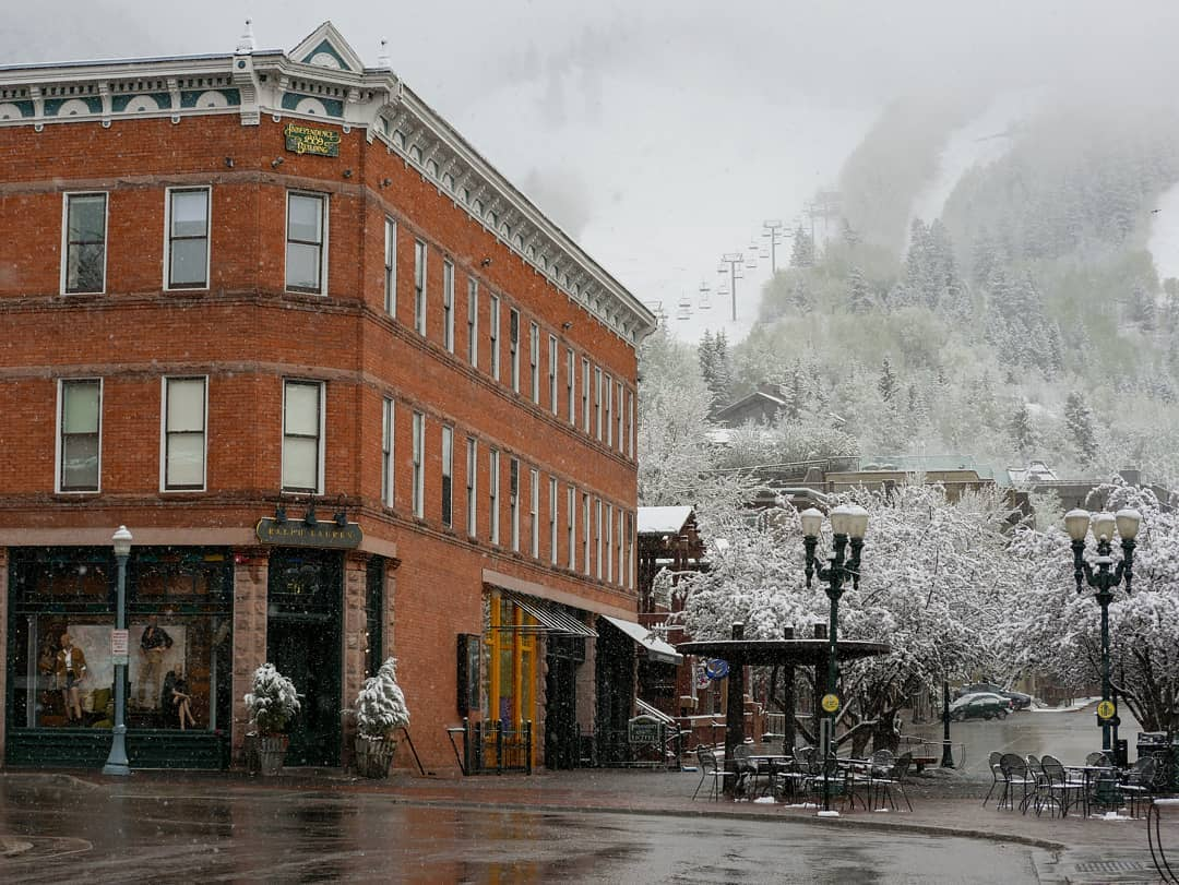 Mid May Snow  This is one of the latest snow storms I have seen.  One thing nice is that it will all melt in the same day usually.  #AspenCo #Colorado #artofvisuals #awesomeearth #discoverglobe #earthscope #cityscape #lonelyplanet #moodygrams #theimaged #landscapephoto #coloradoshared #coloradocreative #visitcolorado
