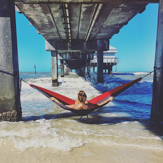 Just swinging into a casual Tuesday 🤘🏼#lightlife #sunandsand #grounded #florida #eno