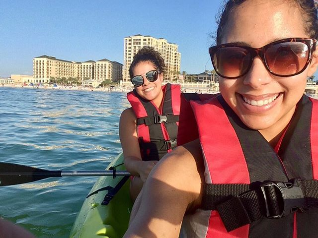 Taken before she made me do the all the paddling because her wrists hurt... ☀️🛶🌊 #clearwaterbeach #kayaking #ididallthework #santiagosisterstaketampa #sisterbonding