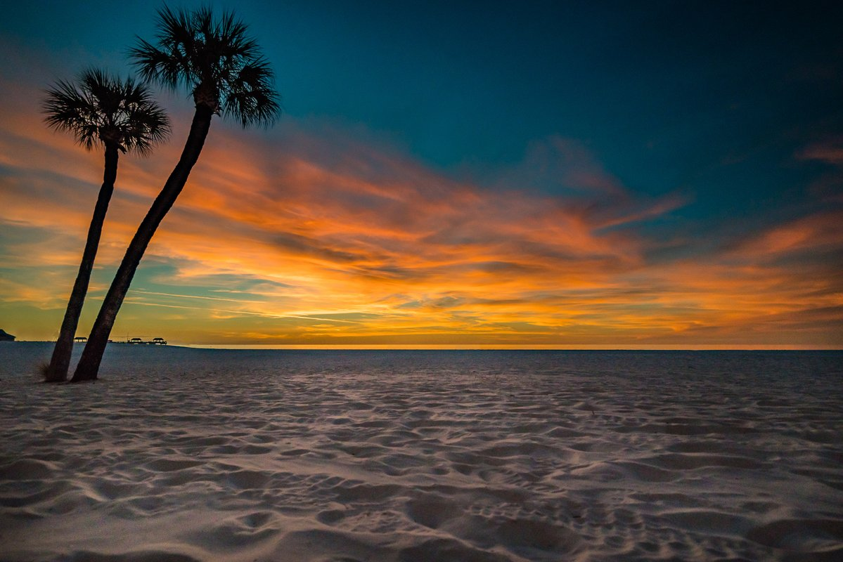 #Sunset tonight at Clearwater Beach.  @PaulFox13 #flwx https://t.co/btSC0Q74VD