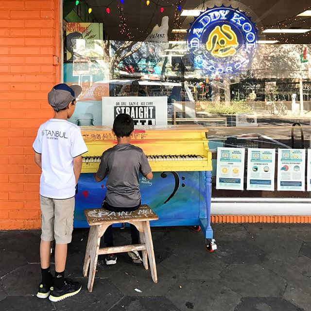 This kid was actually really good on the piano! 🎹 . . . . #IGersStPete #StPete #iHeartStPete #Instaburg #iLoveTheBurg #SunshinesHere #iLoveDTSP #SunshineStPete #LiveAmplified #instagram_florida #LoveFL #RoamFlorida  #jj_musicislife #Pocket_Tunes #BestMusicShots #CitySoundtracks #MusicIsLife #MusicIsLove #MusicJunkie #MusicLove #LoveMusic  #IG_Color #Pocket_Colors #TV_Colors #PopYaColour #JJ_ColorLove #tv_rainbow