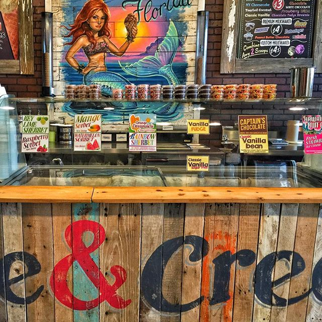 Clearwater, Florida: I Scream for Ice Cream •  #clearwater #clearwaterbeach #florida #clearwaterflorida #cleargram #roamflorida #liveamplified #visitflorida #LoveFL #icecream #icecreamshop #pier60 #emilydachsphotography