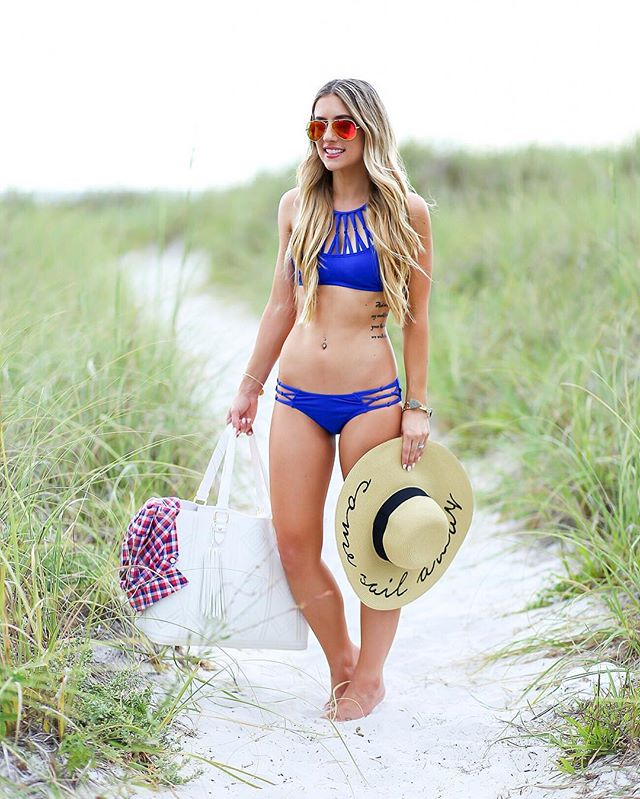 Soo ready for a beachy vacation!!☀️👙 I just found my fav bikini back in stock! It runs a little small--I'm wearing a small in both pieces. Details here👉🏽 http://liketk.it/2q6v9 or click on