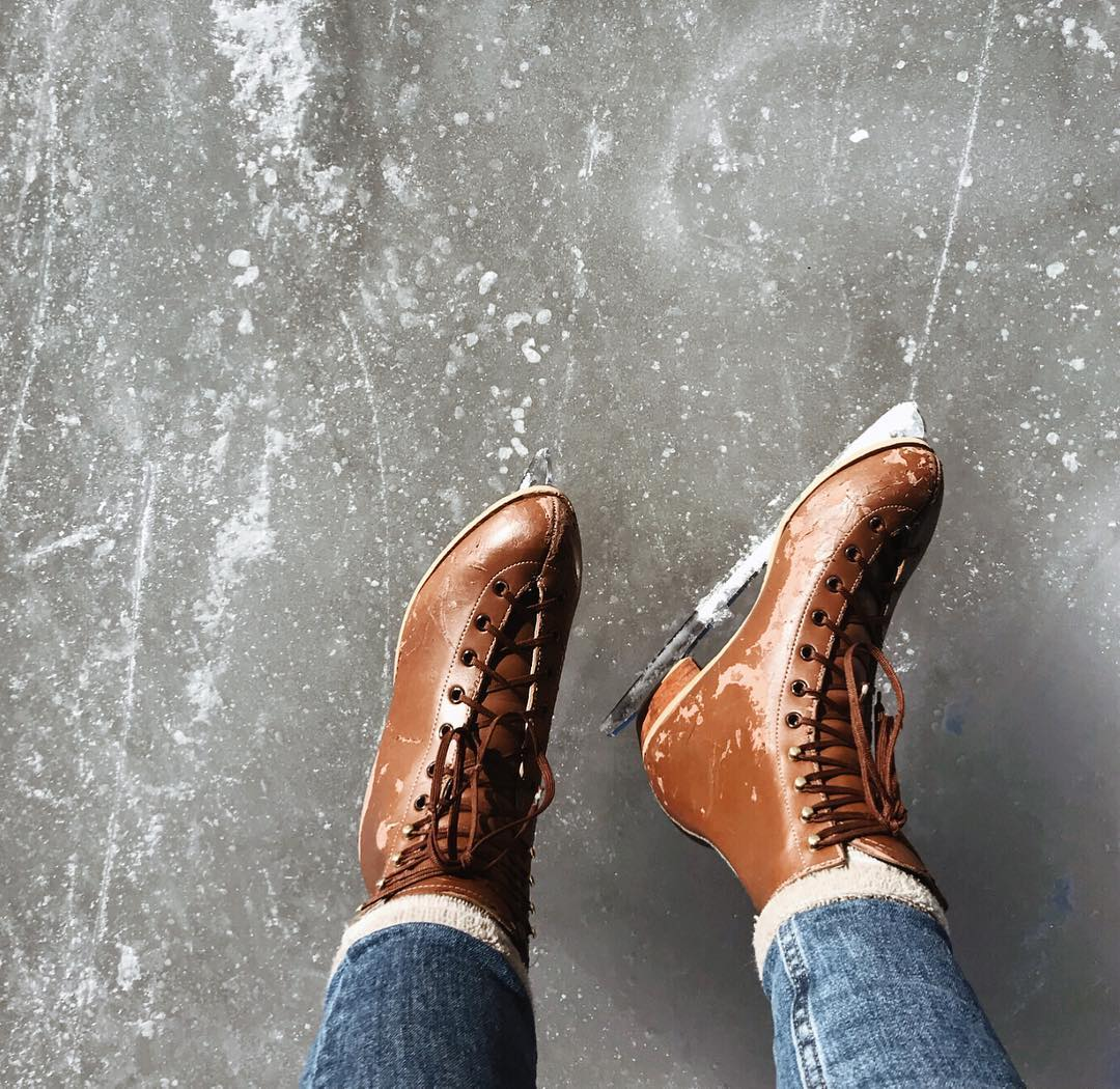 It was my idea to go ice skating up in Evergreen last weekend, and I didn't really think about it too much. I just wanted to go! When I got to the ice though, I felt entirely different! 😂😅 am older lady even asked if I wanted to use her granddaughters pusher 🙈 but after going really slow a few times around, I felt so much more confident already! 2019 mantra: do more things that scare you 🙌