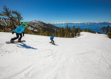 Sliding into the weekend with another perfect sunny Tahoe day! It looks like it's going to cool down by Sunday and we should get a little snow ❄️🌲 #diamondpeak #LakeTahoe #Tahoe #TahoeNorth #TravelNevada #familyfun 📷ryansalmphotography