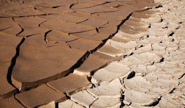 The Mud Divide - Death Valley National Park ———————————————————————- #amazingworldtravels #patagonia #ig_color #deathvalley #thenorthface #withmytamron #photography #livetravelchanel #ems  #nevada #oakley #worldniceshots #dofnature #visualmovement #landscape_captures #shutterupandclick #natgeo #natgeotravel #nikonusa #expedia #canonusa #hikingtheglobe #ig_fotografdiyari #nationalparks #illgrammers #blackandwhitephotography #mudcracks #amazingdestinations #neverstopexploringboston #wildandco