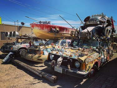 😱Goldfield The Former Sculpture and Art Car Exhibit😱  This location is kind of a part of the car forest just outside of town, located downtown Goldfield.🚗 These cars are one mans art. 👀🎨 There is a Van, Mustang, Datsun and Volvo. Worth stopping for a few photos and reading about these objects of art.😳  車のアート繋がりで。 ゴールドフィールドという街にある とある男性の作品。 正直気持ち悪い。😫 怖い💀 そんな言葉も褒め言葉と捉えてくれる事を願う😅   #artcar #mustang #volvo #GoldfieldNevada #WeirdNevada #junkCar #goldfield #CarForest # internationalCarFirest# #nevada #OnlyVegas  #vegas #vegasstrong  #lasvegas #staystrong #lasvegaslocals #lasvegasstrong #vegaslife  #ラスベガス #ラスベガス旅行  #ラスベガス観光 #ラスベガス情報 #ラスベガス在住 #ラスベガス生活  #ネバダ #アメリカ観光 #アメリカ在住  #車 #アート #ジャンクカー