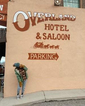 Y'all ever heard of the Overland Hotel & Saloon before? Well we got to stay in it! It was featured on-the Travel channels Ghost adventures show! Boy I love Nevada's hidden little gem's! . . Have you ever stayed in a ghost town? #piochenevada #ghosttown #explorenevada #getoutdoors #travelthestates #outdoormamas #overlandhotelandsaloon