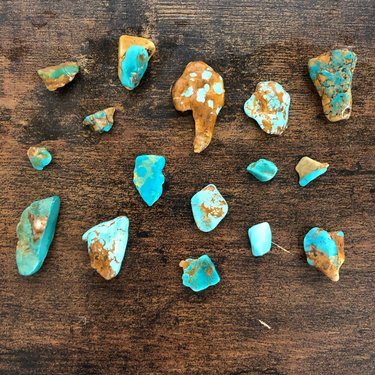 4 days in stage 1 of tumbling 😍💙 They're wet but I didn't edit this picture at all. So, so stoked to see how these turn out! • • • #turquoise #rockhound #rocktumbling #naturalresources #naturalturquoise #ottesonbrothersturquoise #travelnevada #homemeansnevada #rockhoundingnevada ottesonbrothersturquoise wildjaejewelry