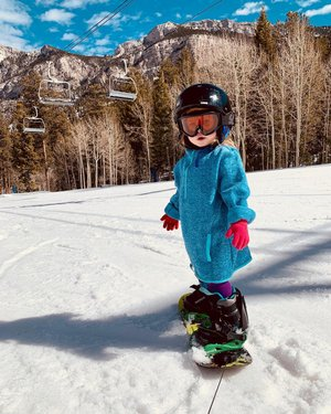 Mama took a job at Lee Canyon this winter and I was lucky enough to be able to get to take her to work with me last week! She got on a snowboard, bent her knees and grabbed her little boot straps without me even telling her. She even got to go back up the lift! I am so so proud of my adventurous little Bee Girl. 🐝💛 . . . . . . . . #adleybee  #pixel_kids  #childhoodunplugged #littlefierceones #letthembelittle  #littleandbrave  #childhoodadventures  #thehappynow  #girlswhoshred #lookslikefilmkids #thatsdarling  #littlepiecesofchildhood  #snowboardinglife  #simplychildren  #runwildmychild  #peacefulparenting  #our_everyday_moments #magicofmotherhood #theheartcaptured  #wildernessculture  #heystoryteller #everydaychildhood  #cameramama  #magicofchildhood #leecanyon  #explorenevada