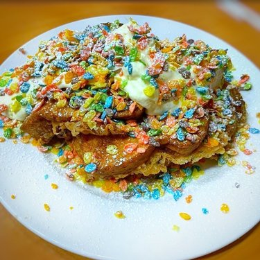 WE CEREASLY MEAN BUSINESS WITH OUR FRENCH TOAST! . 📹: Fruity Pebble Deep Fried French Toast... Thank you ladylorise for the yummy share! . Order in or Order us through 🚚Postmates. We're Open 7 days a week! Daily- 7:00am-3:00pm ... Can't Dine in? . Breakfast/ Lunch: House Specials •Homemade Skillets• Scrambles •Burgers •Wraps •Pancakes• . TAG YOUR FOODIE FRIENDS! . #stacksandyolks #vegaseats #vegasbreakfast #hungryhungry cowgirlinvegas #weareprorodeo #offthestrip #lasvegasrestaurants #breakfastofthechampions #yelplv