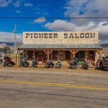 Visited the coolest bar I've ever seen in Nevada, the Pioneer Saloon over 100 years old and been in hundreds of movies and video games #PioneerSaloon #SaloonBar #Bar #Nevada #Western #Movies #Goodsprings #Fallout #NewVegas #Bikers #Route66 #HarleyDavidson #RoadTrip #USA #America #Country