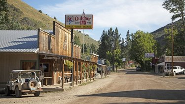 You'll dirt-road it over 8,500-ft wilderness passes to the off-grid town of Jarbidge in leg 3 of the Rubies Route road trip from @TravelNevada. Once you make it to Jarbidge, be sure to kick back at some of our absolute favorite Sagebrush Saloons https://t.co/2TQZ7hFnPQ https://t.co/buxgfCwyZU