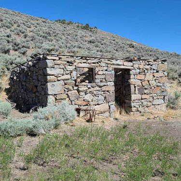 Despite its short existence (1863-66), a number of picturesque stone ruins can be found at the ghost town of Amador in Lander County. . Check out photos of Amador and 270 other Nevada ghost towns and historic sites @ NVExpeditions.com (link in bio)! . . . . . #austinnevada #austinnv #landercounty #nevada #homemeansnevada #silverstate #nevadahistory #history #historic #architecture #ghosttown #ghosttowns #abandoned #exploration #mine #mines #mining #ruins