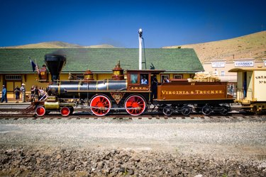 Home to locomotives and cars of the famous Virginia and Truckee Railroad, the Nevada State Railroad Museum preserves the railroad heritage of Nevada.🚂🚃 A must-visit for #history lovers.😍  📍Carson City #nevada #TravelNevadaIndia #TravelNevada #travel #blog #love #goals https://t.co/ouXGxG28mR