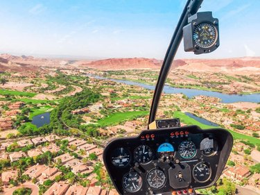 If you hop on our Black Canyon tour you'll get to fly over iconic Lake Las Vegas!   This is where many of our Vegas celebrities live! There is also two resorts, great restaurants and amazing water sports! 💯  #travelnevada #skylinehelicoptertours #helicopter #helicopters #helicopterride #helicopterpilot #tour #travel #travelphotography #aerial #aerialphotography #landscape #landscapephotography #drone #dronestagram #3d #vegas #lasvegas #businessowner
