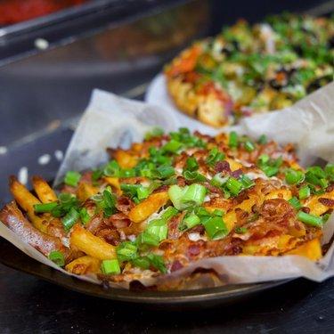 🙋🏻♀️NOTHING LIKE LOADED BACON 🥓 FRIES 🍟 🤗… sprinkled with lots of cheese and spring onions 🧅 😍.  #pahrump #pahrumpwinery #pahrumpfallfestival #pahrumprealestate #pahrumpvalleyspeedway #pahrumpvalleywinery #pahrumpnevada #pahrumpfood #foodlasvegas #loadedfries #baconfries #loadedcheesybaconfries #cheesecries #foodnevada #bestfoodfeed #vegastogo #pahrumplocals #nevadafoodies #bestofpahrump #travelnevada #travelpahrump #pahrumpvalleyfirefighters #pahrumpfire #pahrumplife