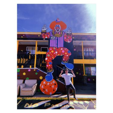 —- Happy Memorial Day 🤡 • Do you have Coulrophobia? *Irrational fear of clowns • • I visited the World Famous The Clown Motel. It has been in Tonopah, NV for over 35 years. 🤡 • • There are over 600 clowns on the property. Siblings, Leona and LeRoy David built the motel. Their dad was killed in the 1911 Belmont Mine Fire and is buried in the cemetery right next to the motel. 🤡 • • #clowns #clown #tonopah #nevada #clownmotel #scary #haunted #cemetery #mining #gold #fire