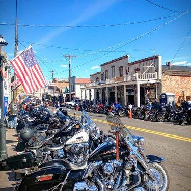 Street Vibrations Fall 2019. A perfect day in one of my favorite old towns❤❤❤ #virginiacitynevada #virginiacity #harleydavidsonnation #harleychick #harleydavidson #streetvibrations #streetvibrationsfallrally #motorcycle#biker#bikerlife #ghosttown #bikerally #rideordie #girlswhoride #girlswhosmoke #girlswithtattoos #openroad#nevada#whiskey #saloon#oldwashoeclub#sailorjerry