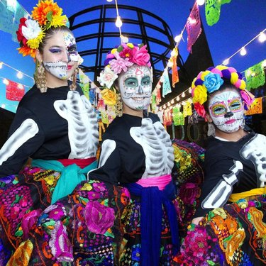 💀 Our 11th annual Day of the Dead celebration kicks off tonight! 💀 Join us this weekend for colorful, family-friendly traditions. Save money when you purchase advance tickets! (Link in bio.) Please note: the Springs Preserve will close at 3 p.m. Nov 1-3 to make final preparations for the event.