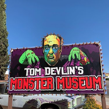 If you haven't been to Tom Devlin's Monster Museum yet, go! Go now! It's super fun and very Halloween-y 👻 They're in Boulder City right as you cruise into town 🧟‍♂️ tomdevlinsmonstermuseum bouldercitynevada #nevada #travelnevada #bouldercity #roadside #roadsideamerica #roadsideattraction #monster #monstermuseum #tomdevlinsmonstermuseum #horror #horrormovies #halloween #thegypsylark