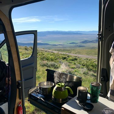 #tb to our trip to the Ruby Mountains 🥰 this place is so lovely and green after all these miles through the desert ! We will definitely come back for a longer visit and some hikes. . #rubymountains #nevada #vanlife #vanlifediary #ontheroad #roadtrip #holiday #trip #view #breakfast #breakfastwithaview #whataview #scenic #scenicview #homemeansnevada #nv #butfirstcoffee #coffee #vancooking #primusstove #sprintervan #sprinter4x4 #4x4sprinter #offroadvan #offroadsprinter