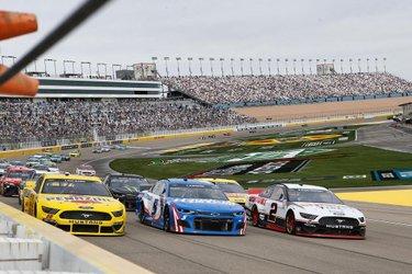 🤯 us when it went 3️⃣ wide   #NASCAR #Pennzoil400 #LVMS