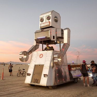 Ever had a dream of dancing with a giant roaming #robot in the desert? This is the @AutonomousDancingDiscoBot by @Chris_Wollard, a friendly dancing robot mutant vehicle that loves to wind up and get down. Seen here in 2019 (photo by @burningmarknixon).