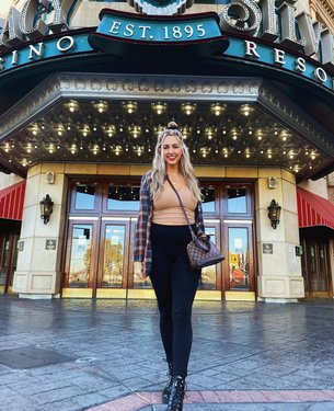 "Hello from Reno, Nevada! Known as the ""Biggest Little City"" in the world!🏙 #BreezyTravels  Though Reno has a small population, it has ""big city"" vibes because of the many microbreweries, restaurants and of course casinos.🎲🌆💸  I had the opportunity to partner with therowreno again this weekend and enjoyed lots of food and drinks, some time at the spa and played games at Midway at circuscircus. Definitely felt like a little kid again😂🍭🎡 #TheRowReno #Partner #CircusReno   . . . . . #TravelNevada #RenoNevada #ExploreNevada #RenoTahoe #RenoNV #BiggestLittleCity #RenoIsRad #ItsARenoThing #NevadaLife #nashvilleblogger #nashvillebloggers #traveltraveltravel #travellingtheworld #travelgrammer #travelinstagram #travelinsta #travelbloggerlife"