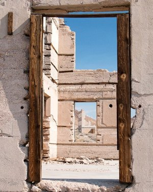 Another from the ghost town of Rhyolite, NV.  #rhyoliteghosttown #rhyolitenevada #rhyolite #ghosttowns #ghosttown #wildwest #nevadadesert #windows #abandoned #exploreamerica #americandesert #desert #deserted #ruins #abandonedruins #abandonednevada #goldrushtown