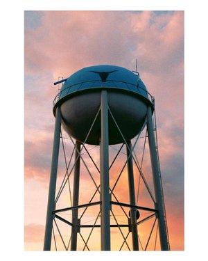 Water Tower at Sunset - - Canon FtB Fujicolor 200 - - - - - - - - - #35mmfilm #35mm #filmisnotdead #canon #fujifilm #fuji #fujic200 #shootaesthetics #filmfeed #analogphotography #restorefrombackup #shootitfromfilm #filmphotographic #EVERYBODYFILM #heyfsc #byufilmshooters #FILMWAVE #SPiCollective #filmdiscovered #filmshootersgroup #battlemountain #nevade #watertower #sunset #sunsetphotography #sunsetonfilm #nevadasunset