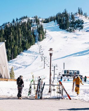Prime bluebird conditions at Squaw Valley Alpine Meadows make for the best Mondays ever. Photo from IG: pjsquawvalleyinn