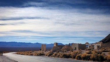 #rhyolite #rhyoliteghosttown #rhyolitenevada #nevada #nevadadesert #explorenevada #desert #desertlife #desertlandscape #deathvalley #deathvalleynationalpark #nationalpark #ghosttown #offthegrid #explore #travel #travelphotography #landscapephotography