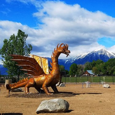 We found gameofthrones Dany's rampaging dragon, Drogon, carsonvalleynevada after going on a jeep adventure into the mountains chasing wild horses with dwaynesworld, an award winning photographer who  is extremely passionate about his hometown, wilderness and wildlife! Check out explorewithcassie Instagram story highlights to join our backroading adventures. Now let's see what happens on the season finale... my thoughts so far are when a writer has no ending you just burn the place to the ground! 🔥🐲🐉🔥🐲🐉🔥 . . . . . #gameofthrones #got #jonsnow #hbo #aryastark #daenerystargaryen #winteriscoming #gameofthronesmemes #forthethrone #fire #nevada #sansastark #emiliaclarke #stark #targaryen #winterishere #winterfell #tyrionlannister #gameofthronesseason #motherofdragons #khaleesi #nightking #daenerys #gotseason #kitharington #maisiewilliams #cerseilannister #season #dragon #dragons