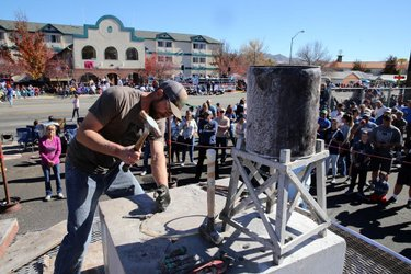 Only 2 more days until Nevada Day takes over downtown Carson City! Balloon launches, a massive parade, a powwow, beard contest and rock drilling are just some of the things you can watch (besides the people). 😉 🧔 ⚒️