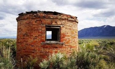 At the Dyer Ranch.  #nevada #nevadaphile #exploreNevada #nevadasky #getoutside #Wilderness #travelnevada #howtonevada #nvmag #centralnevada #ghosttown #nevadaghosttown #nevadaghosttowns #dfmi #homemeansnevada #abandonedranch #abandonedbuilding #abandonedplaces #abandoned #Cabin #creepycabin #abandonedcabin #austin #austinnv #Austinnevada #ranch #ranchlife #abandonedranch