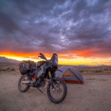 I recently camped 8 nights off the motorcycle in various spots in the middle of nowhere Nevada. #nevada #dontfencemein #advrider #adventurebike #motorcycle #ktm690enduro #moskomoto #safaritanks #yenkro #sunsets #sunrise_and_sunsets #desert #solitude #stillwellperformance