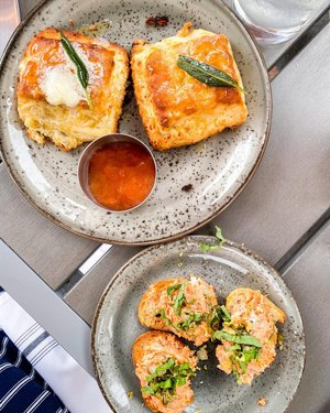 Currently dreaming about these scrumptious Sage Cheddar Biscuits & Salmon Bites 😍😋   Sage Leaf Cafe was created by the Executive Chef from Hyatt Regency Lake Tahoe. Many of the employees there by day are also Hyatt employees by night. How cool!!   They have great outdoor seating to enjoy that fresh mountain air AND for those who aren't comfortable with dining in just yet, they have online ordering for pick-up.   You HAVE to get their Sage Cheddar Biscuits, Tahoe Blue French Toast, AND a Bloody Mary 🌶 They include this melt in your mouth, slice of braised bacon as an addition. SO GOOD.  ———————————————————  #abiteofadventure #foodie #food #foodporn #foodphotography #foodstagram #foodiesofinstagram #sageleafcafe #inclinevillage #northlaketahoe #laketahoe #laketahoelife #inclinevillagerestaurants #visitlaketahoe #visitnevada #hyattregencylaketahoe #travelnevada #travel #travelgram #travelblogger