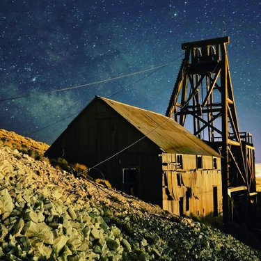 It is International Dark Sky Week. Tonopah has some of the darkest skies in the U.S. and is perfect for stargazing. Whether you participate in one of our star parties, photography workshops, or are just driving through, you can enjoy seeing up to 7,000 stars and the Milky Way with your bare eyes!  travelnevada nevadasilvertrails  #tonopah #tonopahnv #tonopahnevada #nevada #dfmi #travelnevada #nevadasilvertrails #homemeansnevada #tonopahhistoricminingpark #roadtrip #nvroadtrip #freerangearthighway #stargazing