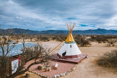 Nothing says social distancing like staying in a tipi deep in the desert 🌵. Located in Nevada's Mojave Desert, sandyvalleyranchnv is a Wild West haven that brings out the cowboy (or girl) in all guests. Explore the wide-open spaces and learn more about our Ranch getaways. Link in bio.   #ranchhouse #ranchers #ranchliving #ranchlifestyle #ranchwork #justranchin #ranchvacation #guestranch #rancher #ranching #mojavedesert #nevada #nevadadesert #sandyvalleyranch #findyouryonder