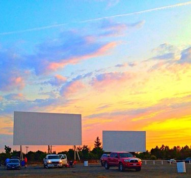 What's more fun than visiting a classic drive-in? Stay socially distanced and enjoy a great movie the old fashioned way! Founded in 1950, the West Wind is a family company committed to keeping the American Drive-In experience alive. ⁠ ⁠ The best part? The El Rancho drive-in is only a four-minute drive from Green Pines Apartments. Who's ready for a movie and popcorn? 🚘🍿⁠ ⁠ ⁠ ⁠ #greenpines #greenpinesreno #greenpinesapartments #NevadaApartments #renoapartments #sparksapartments #apartments⁠#apartmentliving #apartmentlife #NevadaLife #HomeMeansNevada #NevadaApartments #TravelNevada⁠ #RenoTahoe #RenoNevada #reno #sparks #BiggestLittleCity⁠ #thisisreno #renoisrad #renonv #apartmenttherapy #renoparks #bestapartments #community #fall #winter #renovated #tenants #renodrivein