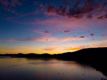 These sunset views from Incline Village are unreal. Keep them coming Lake Tahoe!   #laketahoe #tahoe #Tahoelife #Truckee #sierranevada #Nevada #travelnevada #California #californiacaptures #sunset #inclinevillage #visitlaketahoe