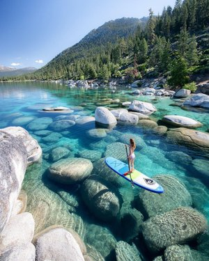 📍Lake Tahoe, California/Nevada 🇺🇸  Tahoe is a large freshwater lake in the Sierra Nevada mountains, on the border of California and Nevada.  It is famous for its beaches and ski resorts.  On the southwestern shore is Emerald Bay State Park, which includes Vikingsholm, a 1929 Nordic-style residence. Along the northeastern coast is Lake Tahoe Nevada State Park with Sand Harbor Beach and Spooner Lake, where the  along the Tahoe Rim Trail. . . . #LakeTahoe#nevada#sierranevada #sanfrancisco#sanfranciscobayarea#california#californialove_travel#dream__travelling#unitedstates#goldengatebridge#goldengate#usa#citylights#citylife#oakland #visitcalifornia#discoverusa#likeforlikes#followme#views#travel#travelblogger#amazing#american_nationalpark#usatravel#magic#moments#colors#nature