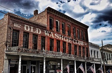 Ghost tours 👻, overnight stays and a drink from one of the oldest bars in Virginia City, sounds like a good Monday night.  [ 📸 : patriot_paranormal ]  #virginiacity #onlyinvc #visitvirginiacity #virginiacitynv #stepbackintime #travelnevada #comstock #history #nevada #renotahoe #travel #historictown #renotahoeusa #miningtown #boomtown #oldwest