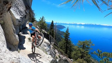 Don't look down. 👀 North Lake Tahoe's famous Flume Trail offers some of the most incredible panoramic views for cyclists. If you're visiting the region and don't have a bike, there are several local outfitters you can rent from. For the Flume Trail specifically, check out the folks at flumetrailbikes for a rental. When you're done adventuring, head over to tunnelcreekcafe for lunch on their outdoor patio. Thanks for sharing the rad photo with us, stefano_barberi.
