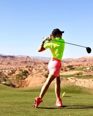 More from a weekend well spent golfing🏌🏼♀️ @golfwolfcreeknv ⛳️ Awesome swing @karinhart 🏌🏼♀️ ———————————————————— 📍 Mesquite, NV 📸 @karinhart . 👇🏼TAG YOUR FRIENDS👇🏼