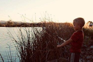 #Yerington es una ciudad dulce y pintoresca que se encuentra elevada a las orillas del río Walker en el fértil valle de Mason. Sun increíble crecimiento a lo largo de los años la ha llevado a contar con diversos nombres como, Greenfield, Pizen Switch hasta llegar a Yerington, que fue nombre de un superintendente ferroviario con el mismo nombre. Este destino mágico destaca por sus paisajes de ensueño en áreas desérticas. 😊✨  #TravelNevada #NVOutdoor #HomeMeansNevada  Pc: j_tography_